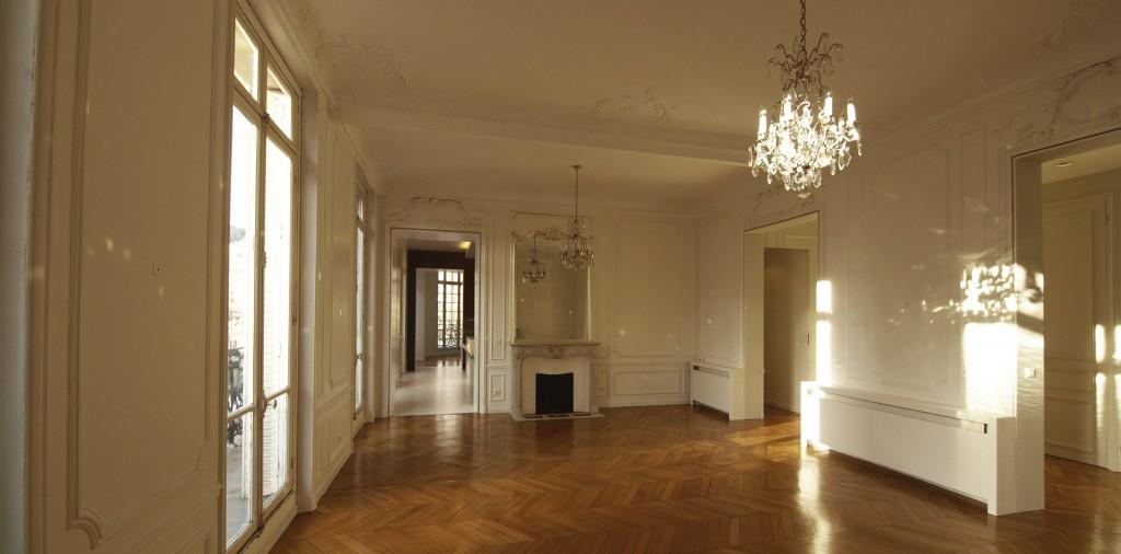 S jour de l 39 appartement avenue de breteuil sof for Interieur haussmannien