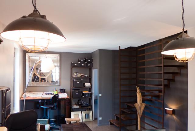 un escalier sur mesure en métal acier corten conçu pour une agence de paysagisme