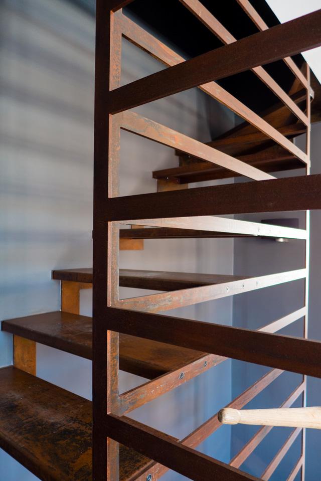 Acier corten : un escalier conçu pour une agence de paysagisme