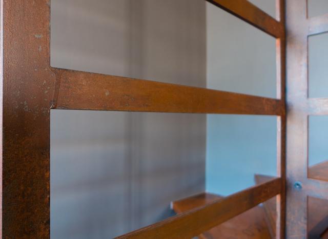 l'aspect matière de l'acier corten pur un escalier en métal sur mesure