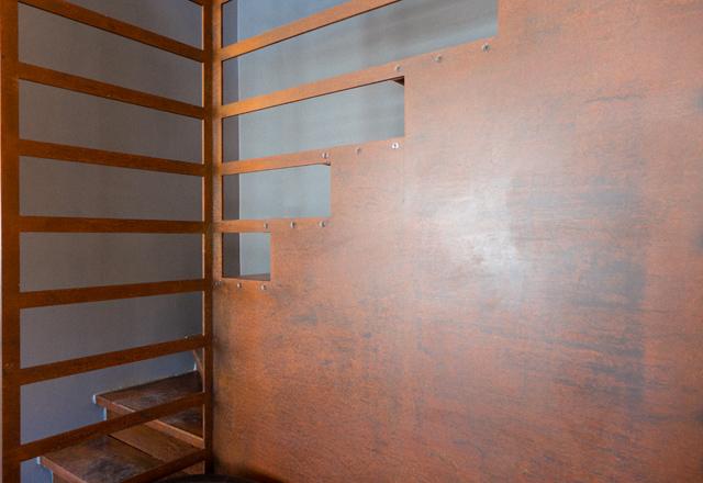 L'aspect matière lumineux de l'acier corten pour un escalier en métal sur mesure